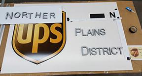 Giant UPS logo 1